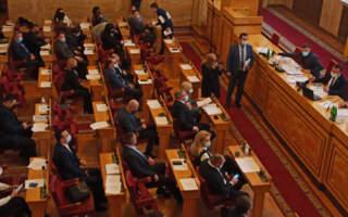 «Відставка», «Петров виходи», – в Ужгороді розпочалось позачергове засідання Закарпатської обласної ради (ФОТО)