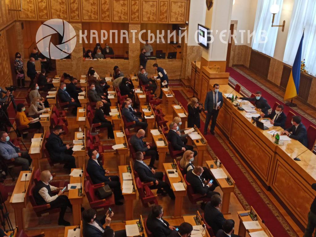 «Відставка», «Петров виходи», - в Ужгороді розпочалось позачергове засідання Закарпатської обласної ради (ФОТО)