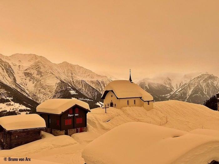 ФОТО/ВІДЕО. У Чехії й Словаччині на вихідних падав кольоровий сніг