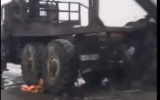ДТП. На Закарпатті у лісовоза на ходу відірвалося колесо (ФОТО)