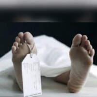 Страшна знахідка. Діти неподалік залізничних колій знайшли мертвого чоловіка (ФОТО 18+)