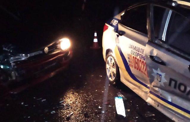 На Закарпатті 20-річний молодик в'їхав у службове авто поліцейських. Внаслідок ДТП травми отримала офіцер поліції (ФОТО)