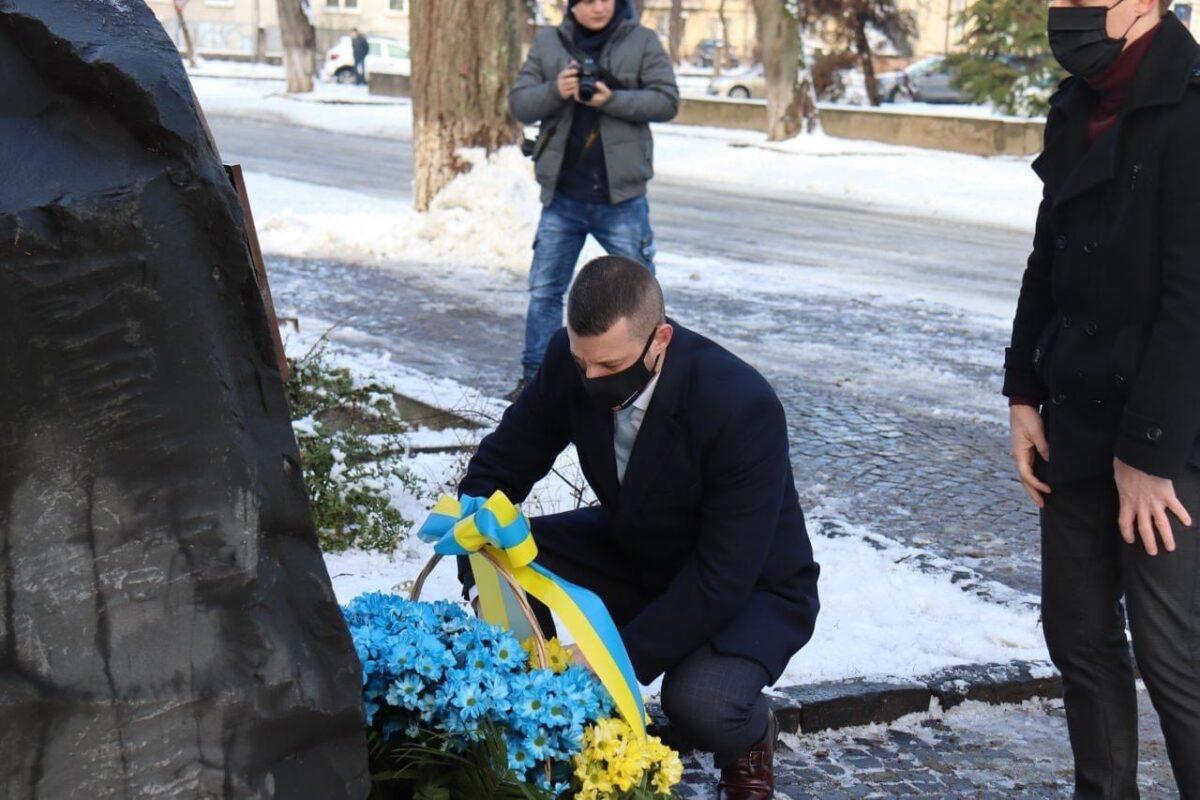 Вдячні за свободу! Вічна пам'ять кожному Українському Герою!, - в Ужгороді вшанували Героїв Небесетної Сотні (ФОТО)