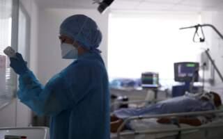 """""""Сьогодні мені не вдалося покласти в стаціонар пацієнтів, які вимагали госпіталізації. Зараз вони перебувають вдома на кисневих концентраторах"""", – на Закарпатті в лікарнях не вистачає ліжок для пацієнтів"""
