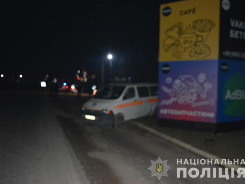 На Тячівщині п'яна водійка влетіла у швидку: Лікар, яка перебувала в службовому авто, з забоєм грудної клітини потрапила в медзаклад