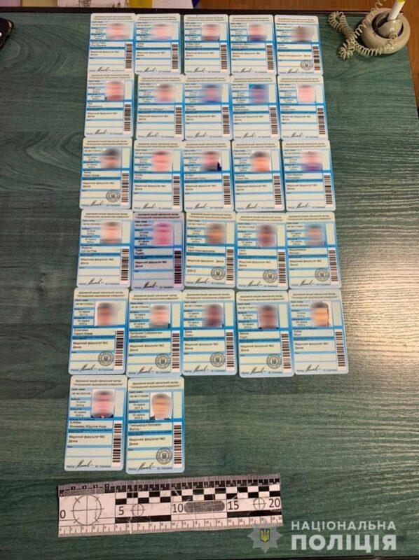 На Закарпатті викрили аферистів, які торгували липовими документами УжНУ (ФОТО, ВІДЕО)