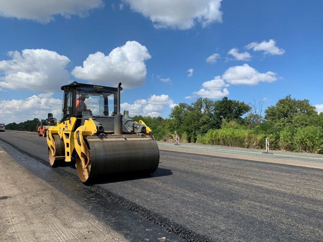 Велике будівництво: Укравтодор повністю відновить ще одну дорогу до кордону з Угорщиною