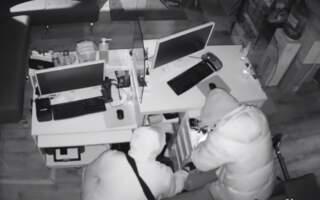 """""""Зло повинно бути покаране, бажаю тим хто це зробив отримати по заслугам"""", – в Ужгороді вкрали та знищили препарати для допомоги людям, які мають важку форму захворювання легень (ВІДЕО)"""