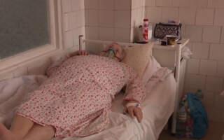 Зайняті майже всі 175 ліжок, 12 пацієнтів у важкому стані нині у реанімації: Лікарня Закарпаття переповнена хворими (ВІДЕО)