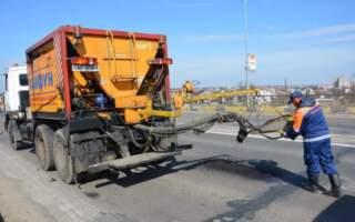 22-річна дівчина перукар-візажист з Виноградова за один день отримала підрядів на ремонт доріг на мільйон