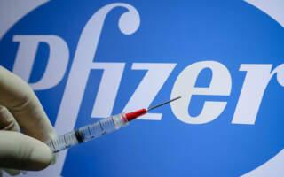 Повідомили як буде розподілено перші партії вакцин Pfizer та Coronavac