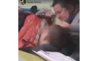 Схопила за волосся і почала тягати, – вчителька на Закарпатті знущається над учнем (ВІДЕО)