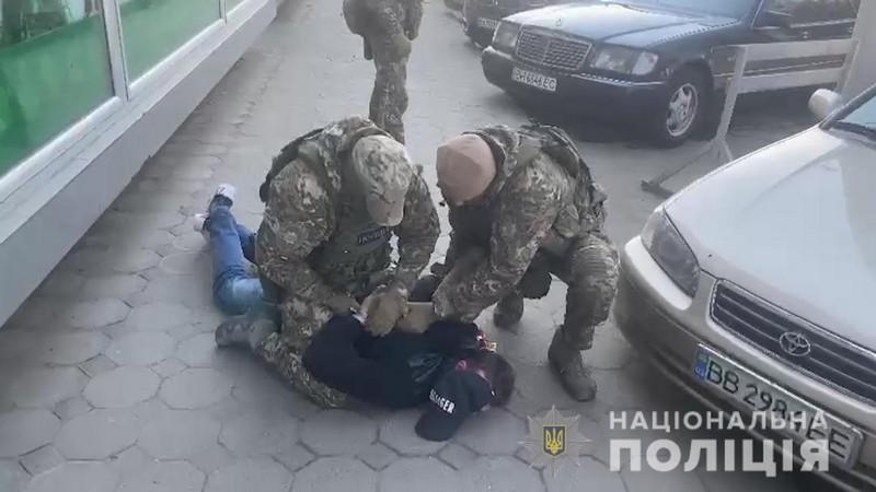 Судима за торгівлю людьми 32-річна уродженка Закарпаття, переїхавши до Одеси, створила злочинну групу для продажу наркотичних засобів та психотропних речовин: Подробиці гучної справи (ФОТО.ВІДЕО)