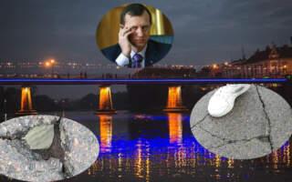 Саме козирне місце Ужгорода розсипається! У мережі показали відео з дірками на мості Закоханих та закликали Андріїва прийти і подивитись