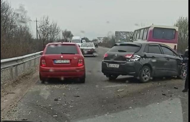 У мережі опублікували ФОТО та ВІДЕО ДТП поблизу Буштина, що у Тячівському районі