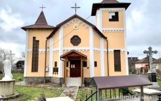 На Закарпатті двоє юнаків обікрали церкву (ФОТО, ВІДЕО)