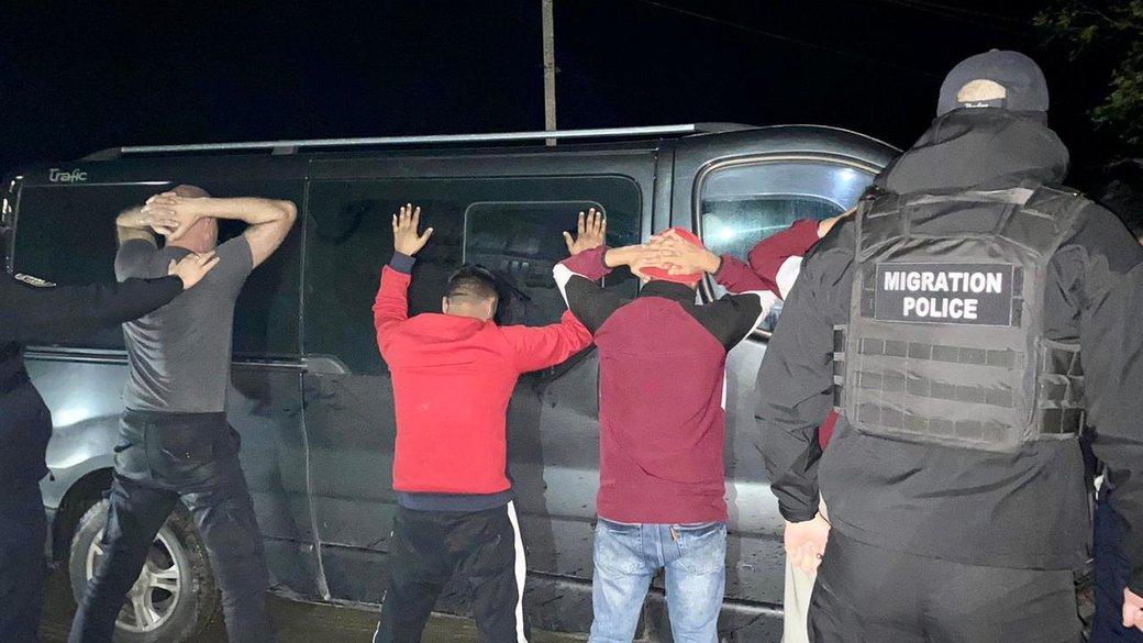 На Закарпатті затримали жителя Львівщини, який перевозив нелегалів з Індії
