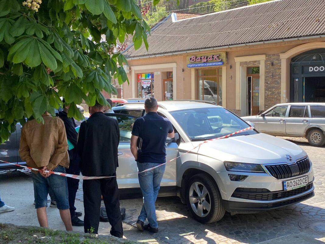 В Ужгороді на хабарі в 180 000 гривень ДБР затримало посередників прокурора (ФОТО)