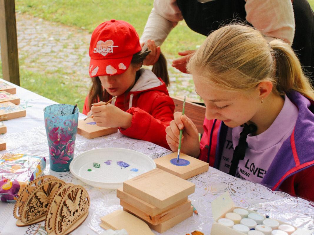 У Довжанській фортеці провели другу серію майстер-класів з різних видів народних ремесел (ФОТО)
