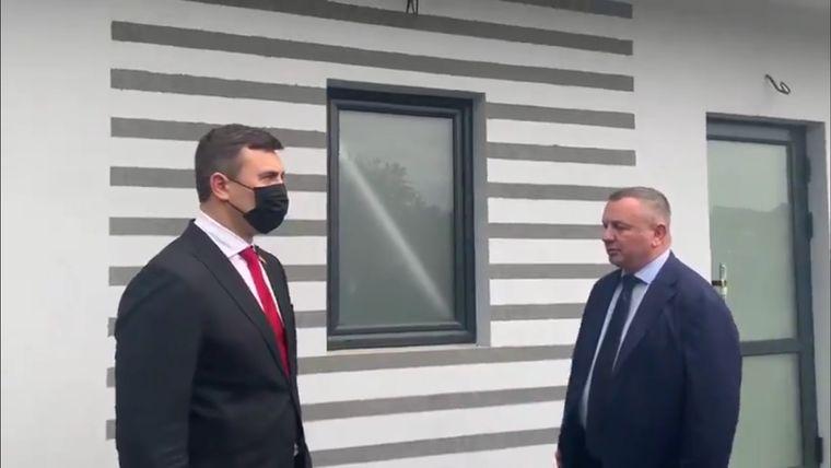 «Я через місяць приїду і особисто перевірю», - Тищенко узяв на контроль відкриття туалету на Закарпатській митниці (ВІДЕО)