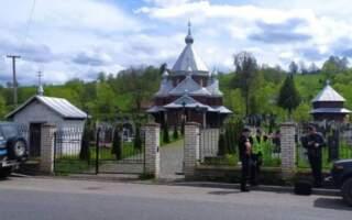 Невідомі обікрали Плитовацьку церкву Преображення Господнього в селищі Ясіня Рахівського район