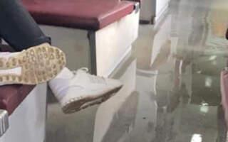 Нестерпний сморід та вода у вагоні: У потязі Рахів-Одеса прорив труби (ФОТО)