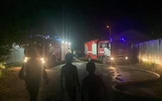 """""""Навмисний підпал, згоріло сім ромських будиночків, пожежна машина їхала 30 хвилин"""", – з'явились подробиці нічної пожежі у ромському таборі (ВІДЕО)"""