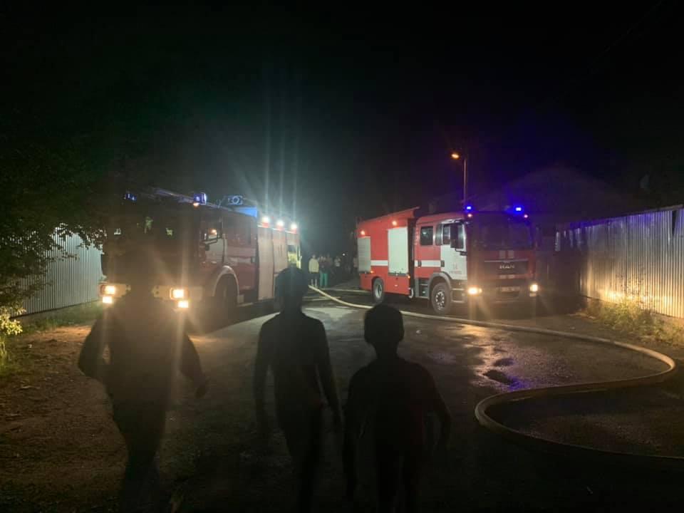 """""""Навмисний підпал, згоріло сім ромських будиночків, пожежна машина їхала 30 хвилин"""", - з'явились подробиці нічної пожежі у ромському таборі (ВІДЕО)"""