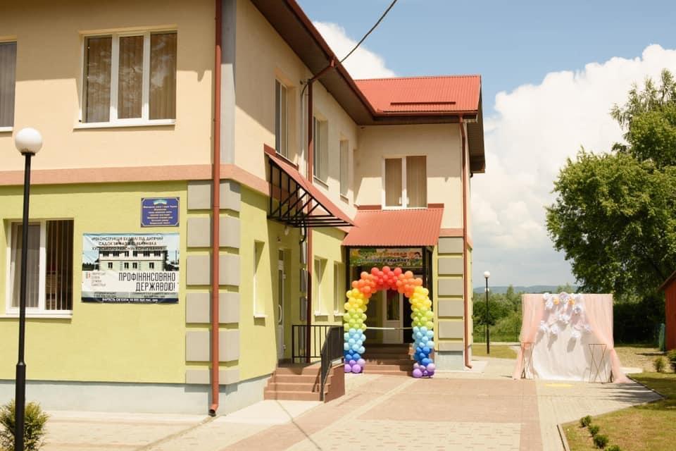 На Хустщині відкрили новий фельдшерсько-акушерський пункт та дитячий садок (ФОТО)