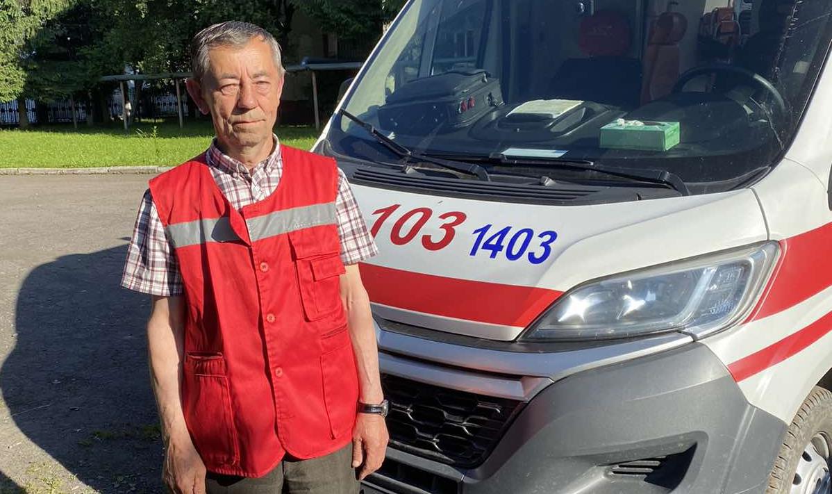 Рятувати людські життя за будь-яких умов, – незмінне правило вже 50 років для водія швидкої, Петра Лукача, із Тячівщини