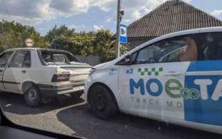Удар був такої сили, що посипалося заднє скло: ДТП на Мукачівщині (ВІДЕО)