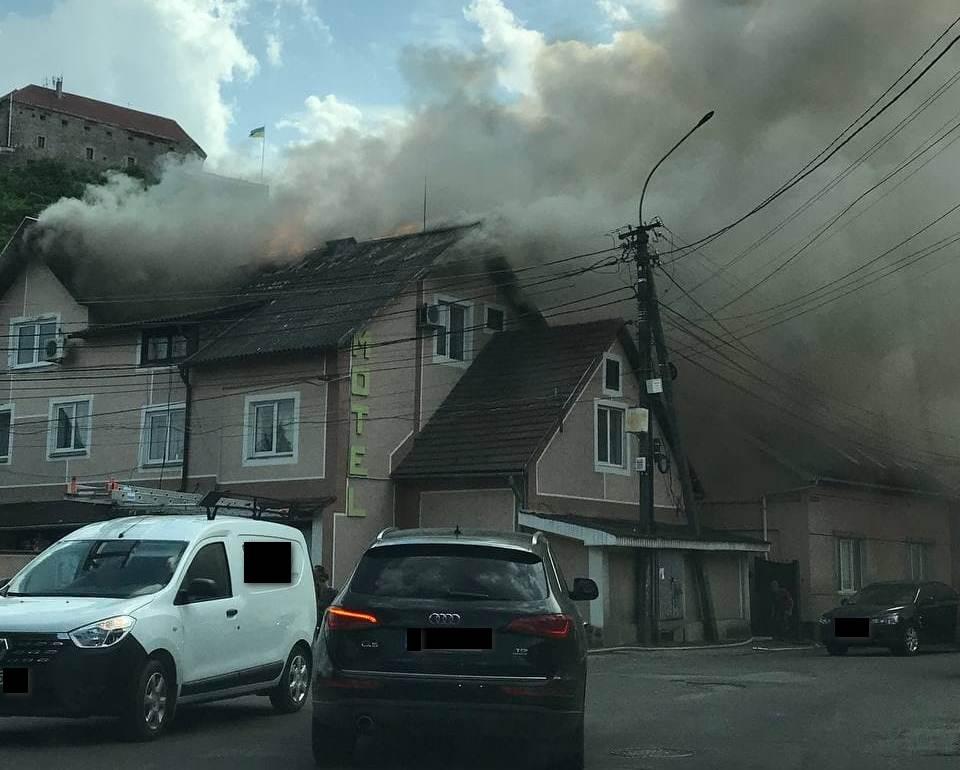 У Мукачеві поблизу замку Паланок горить мотель (ФОТО)