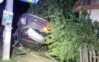 Зачепив припарковане авто, а потім влетів у людей: Подробиці смертельного ДТП на Закарпатті (ФОТО)