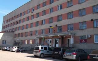 Трагічна смерть на сходах лікарні: На Закарпатті медики виявили труп перед відділення районної лікарні