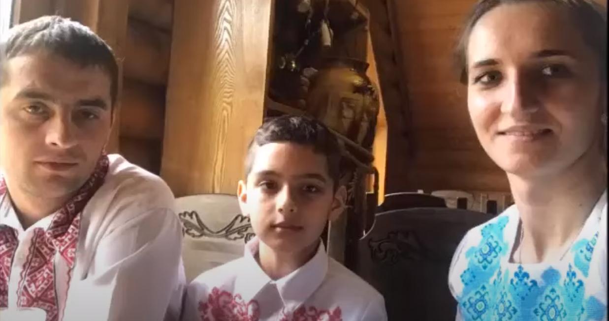 З'явились фото сім'ї із Закарпаття, яка   потрапила у страшну ДТП за кордоном