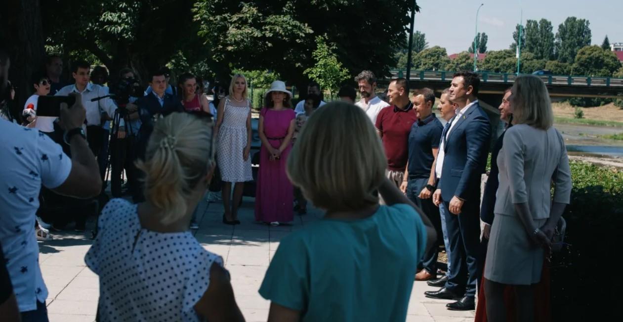 Депутата Миколу Тищенка влада відправила на Закарпаття. Там він воює з керівником ОДА, дружить із контррозвідником і чекає вибачень від Порошенка. Один день із «ревізором президента». Епізод перший