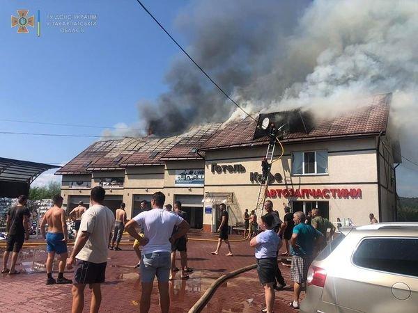 Опублікували фото пожежі на СТО на Тячівщині