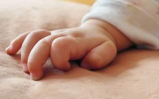 Смерть немовляти на Закарпатті: Жінка задушила 3-х місячну дитину