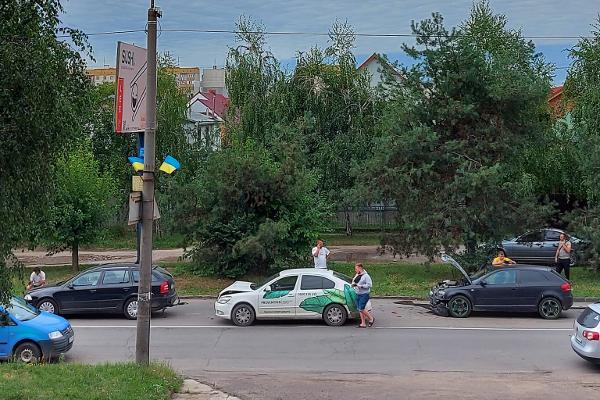ДТП на Закарпатті: На Мукачівщині авто перекинулося на дах, а в Ужгороді в одному ДТП зіткнулися відразу 4 автомобілі