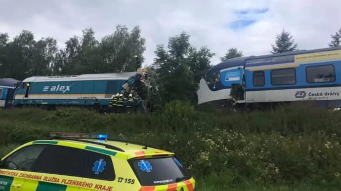 Двоє людей загинули, десятки отримали травми: У Чехії жахлива аварія. Опублікували фото з місця зіткнення пасажирських потягів