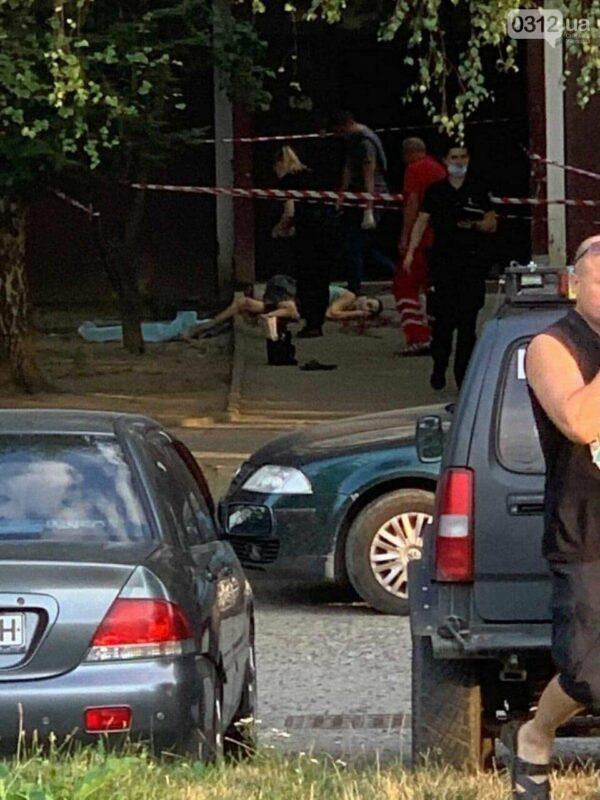Самогубство або вбивство: В Ужгороді виявили тіло чоловіка (ФОТО 18+)