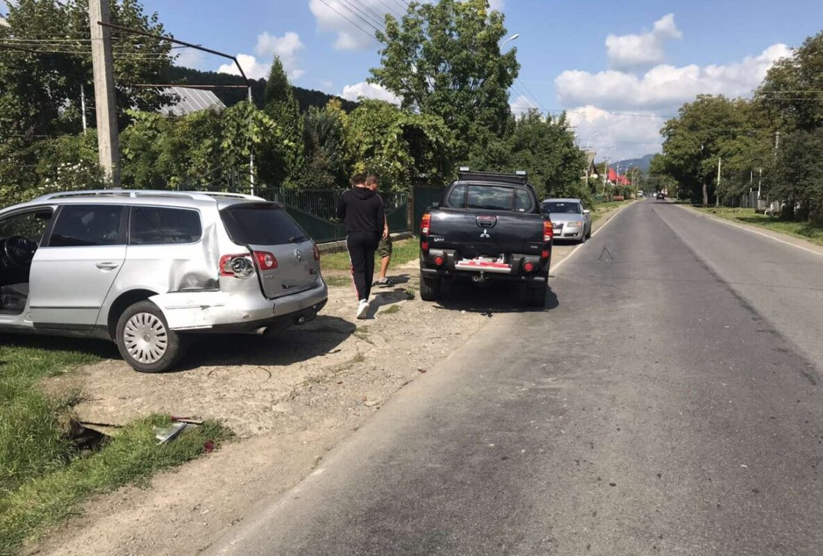 ДТП на Тячівщині: Не розминулись дві іномарки (ФОТО)