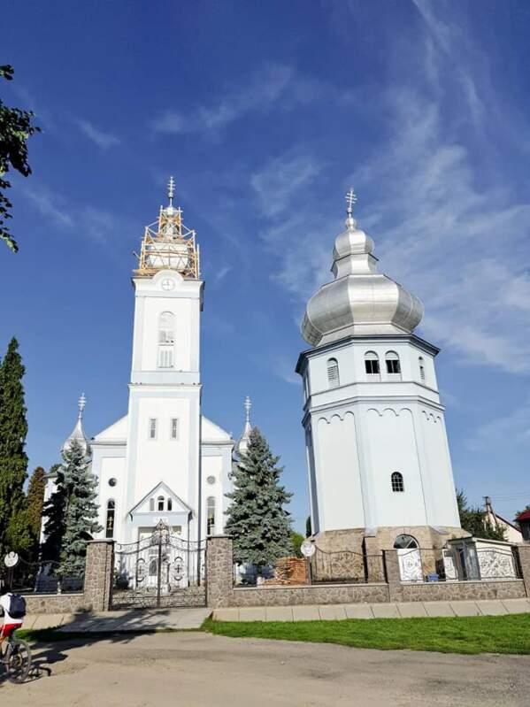 На Закарпатті загострується релігійний конфлікт: МП відбирає храм від греко-католиків
