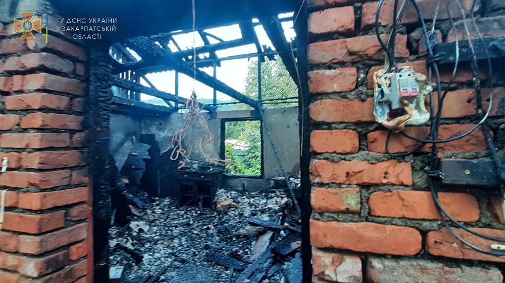 Жахлива трагедія на Закарпатті: У власній оселі заживо згоріла жінка (ФОТО)