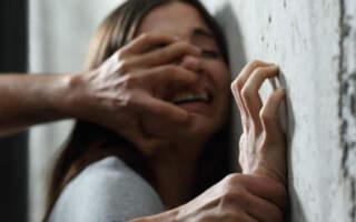 """Зґвалтував  14-річну і """"ВІЛЬНИЙ"""": На Закарпатті """"мажор"""" глузує з батьків дівчини та хизується своїм всевладдям навіть над суддями (ВІДЕО)"""