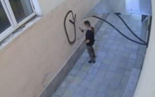 Допоможіть знайти! В Ужгороді розшукують малолітнього вандала (ВІДЕО)