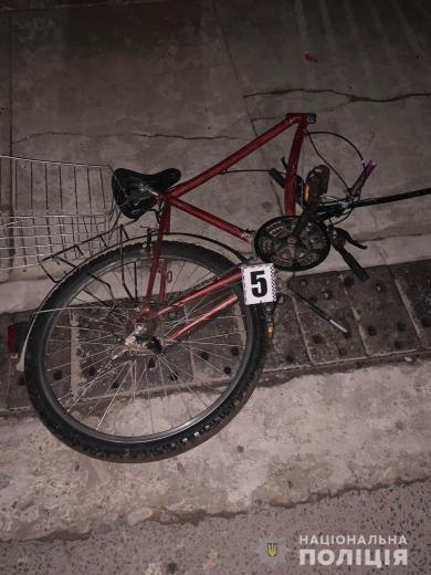 54-річний чоловік отримав несумісні з життям травми: 19-річний мешканець Тячівщини за кермом іномарки збив на смерть велосипедиста (ФОТО)