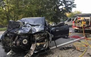ДТП на Закарпатті: Водія рятувальники витягали за допомогою гідравлічного пресу (ФОТО)