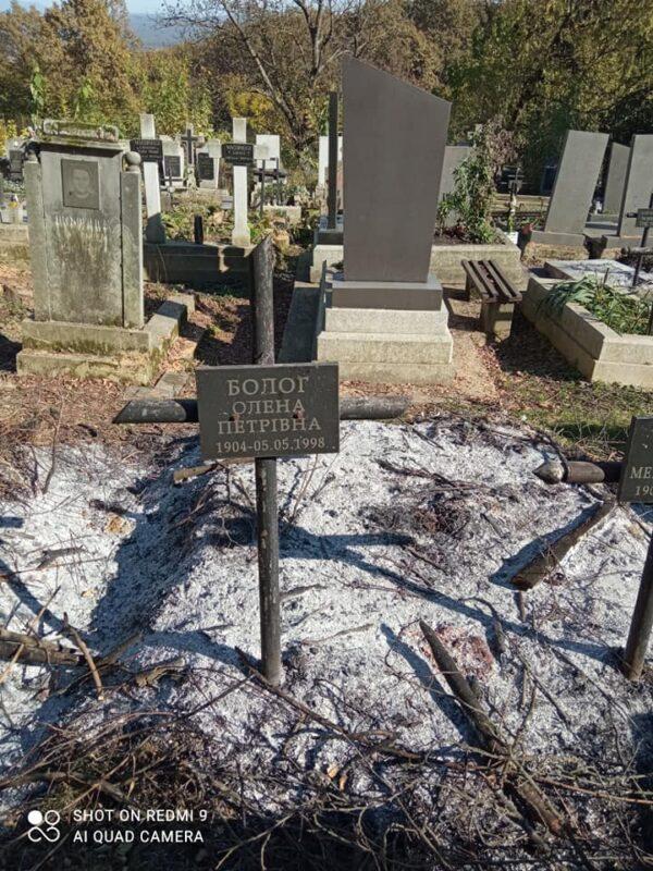 """""""Згоріли не лише відходи, а й могили!"""", - пожежа знищила могила на Хустському цвинтарі (ФОТО)"""