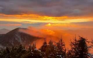 """""""Невже так буває?"""", – у  мережі показали казковий захід сонця в горах Рахівщини (ФОТО)"""